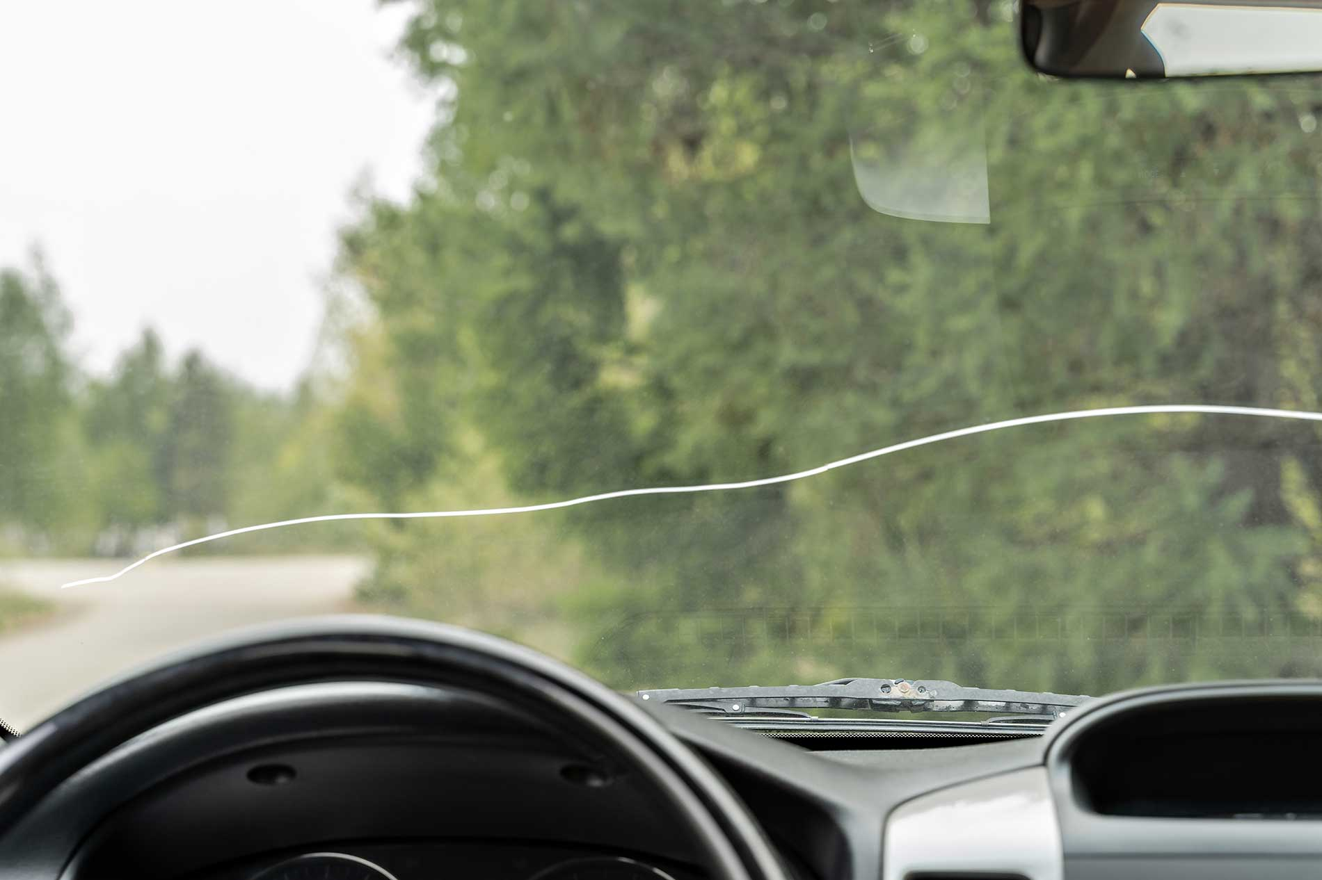 large-crack-in-windshield
